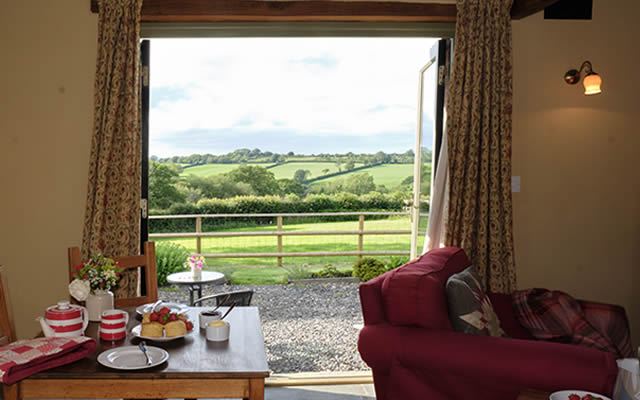 Monkstone Cottge - relax over a delicious cream tea on arrival