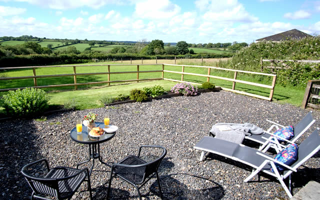 Monkstone Cottge - Private garden with patio furniture and BBQ